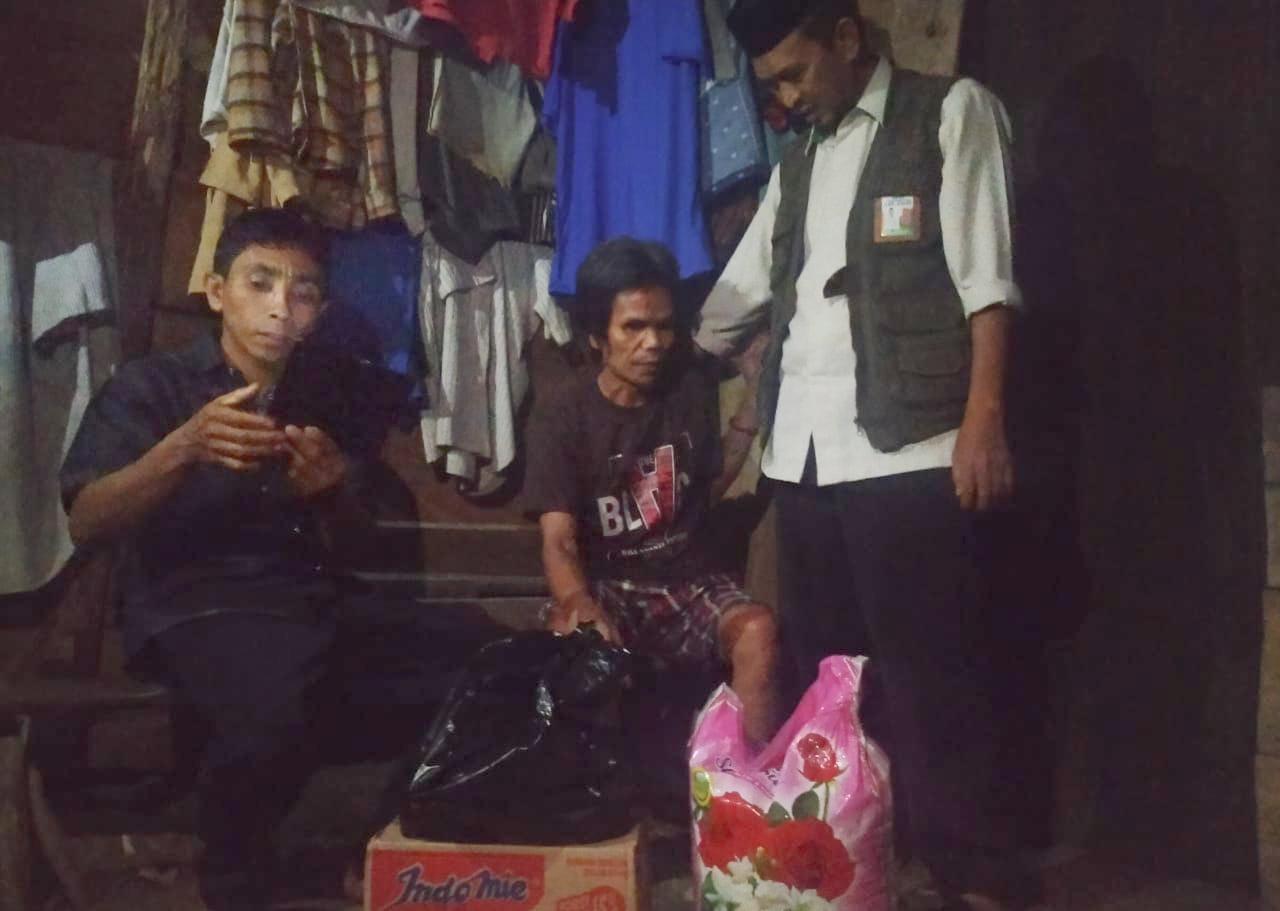 Bawa Bantuan, Baznas Sinjai Kunjungi Caleng Warga Tunarungu Desa Polewali
