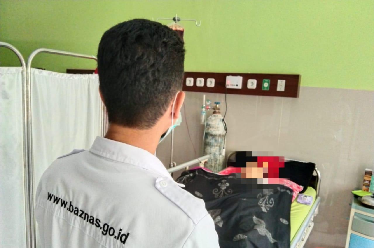 Peduli Sehat, Baznas Sinjai Kunjungi Warga Desa Pattongko di RSUD Sinjai