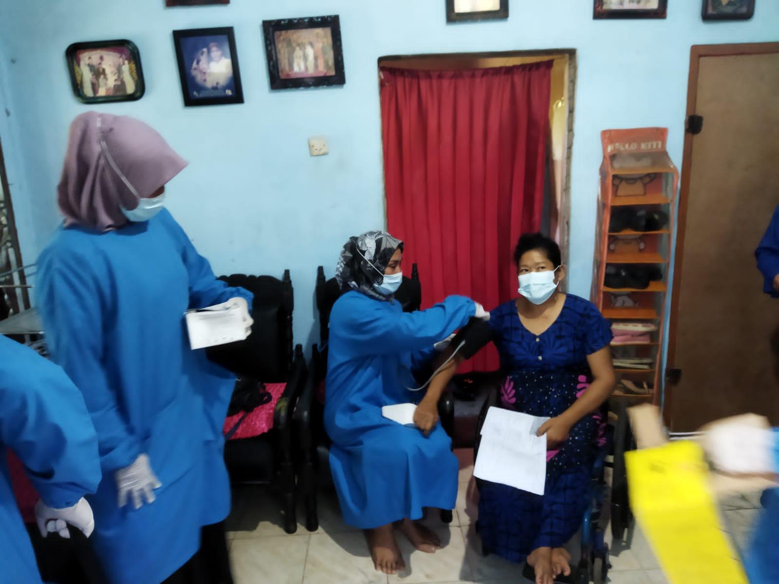Tim Vaksinator Keliling BIN Layani Warga Binjai, Pasutri Penyandang Disabilitas Ucap Terima Kasih ke Presiden